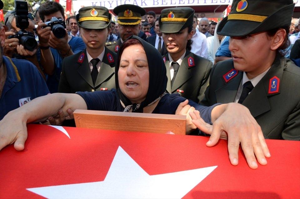 Türkiye şehitlerini uğurluyor 77