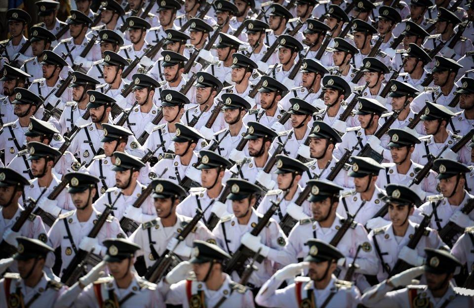 İran'dan dünyaya gövde gösterisi 36