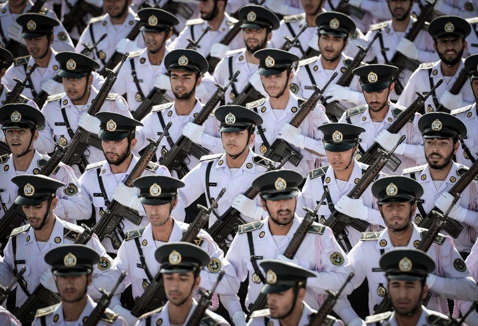 İran'dan dünyaya gövde gösterisi 38