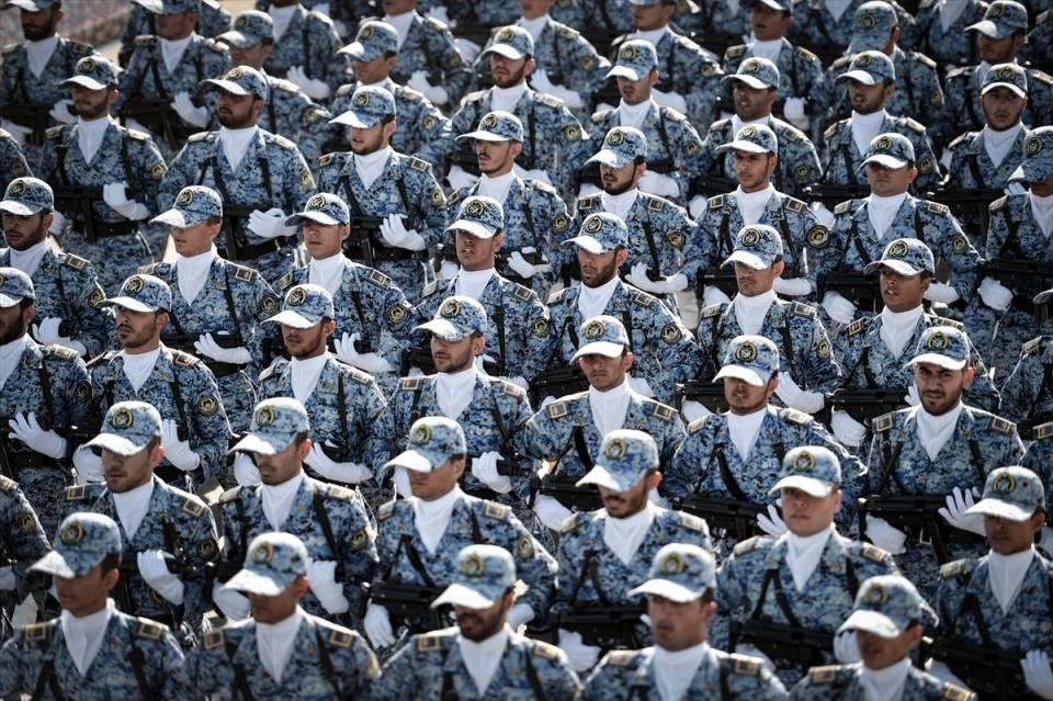 İran'dan dünyaya gövde gösterisi 41