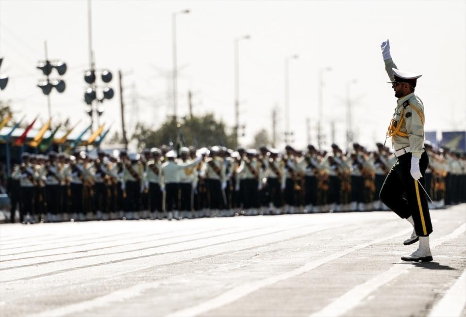 İran'dan dünyaya gövde gösterisi 42