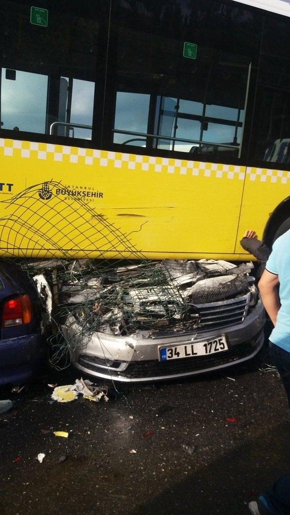 Metrobüs D-100'e girip kaza yaptı 1