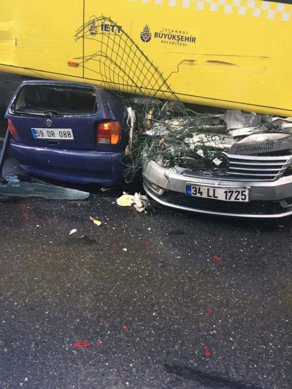 Metrobüs D-100'e girip kaza yaptı 2