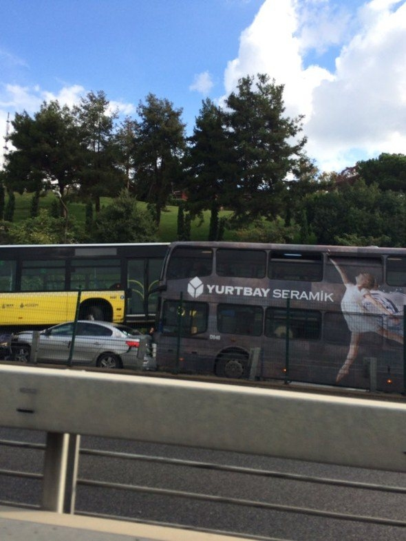 Metrobüs D-100'e girip kaza yaptı 7