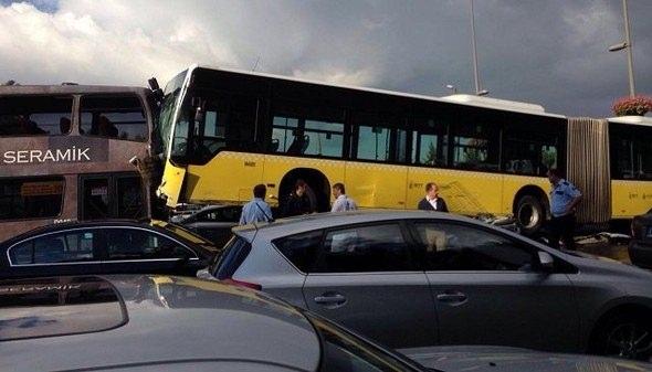 Metrobüs D-100'e girip kaza yaptı 8