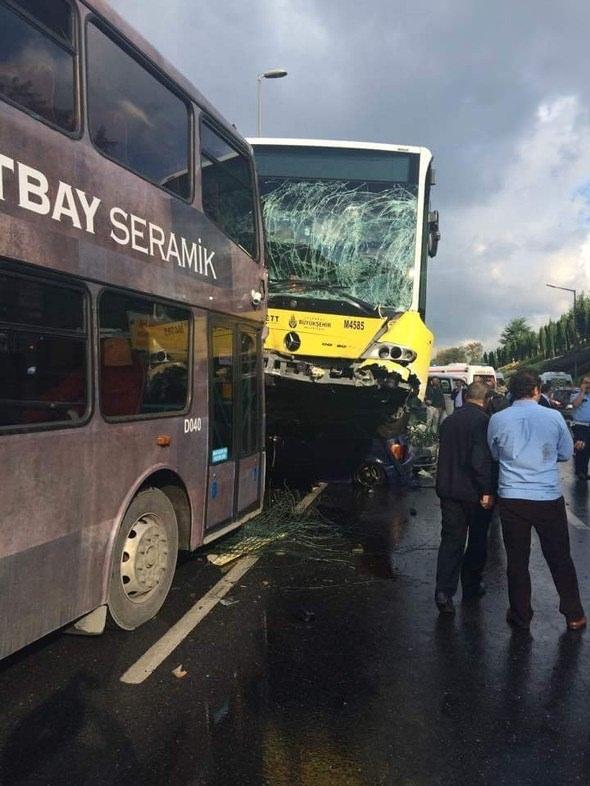Metrobüs D-100'e girip kaza yaptı 9
