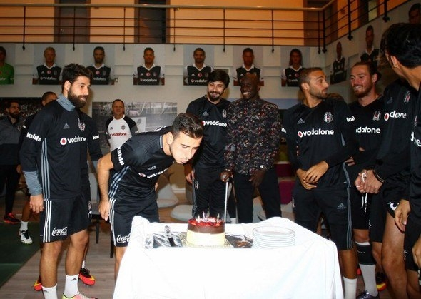G.Saray maçı öncesi Beşiktaş'a büyük sürpriz! 3