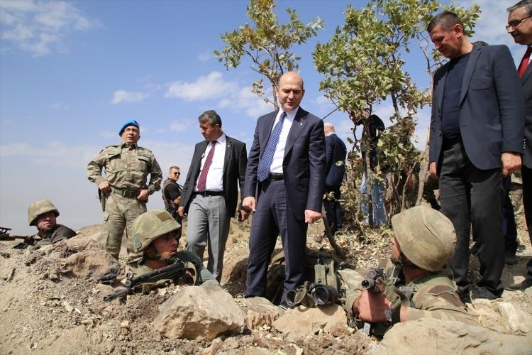 İçişleri Bakanı Soylu, o bölgeyi inceledi 13