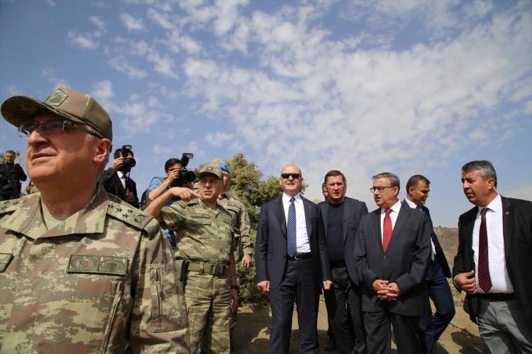 İçişleri Bakanı Soylu, o bölgeyi inceledi 16