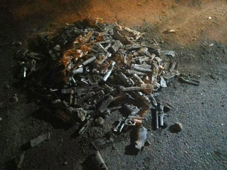 İstanbul'da boş arazide çok sayıda tabanca bulundu 1