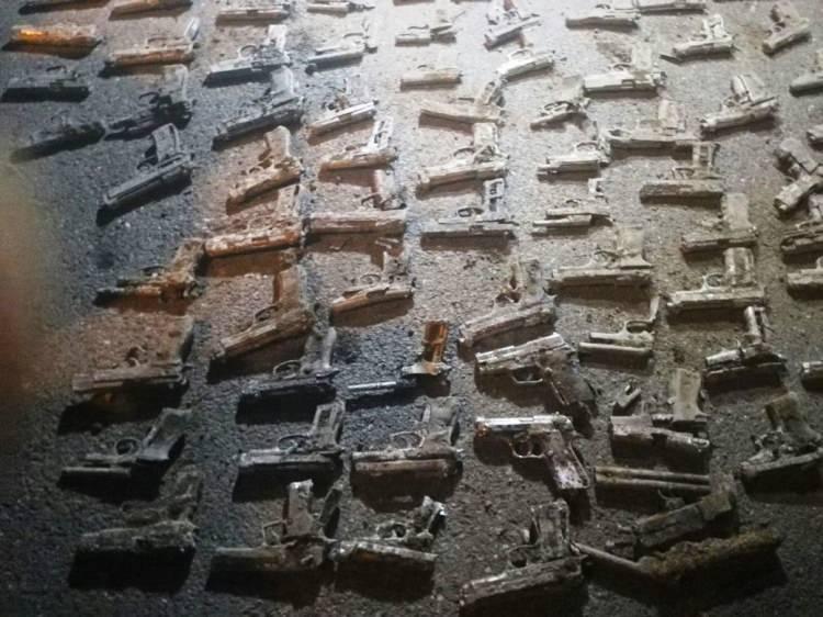 İstanbul'da boş arazide çok sayıda tabanca bulundu 6