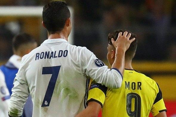 Ronaldo ve Emre Mor sosyal medyayı salladı! 5