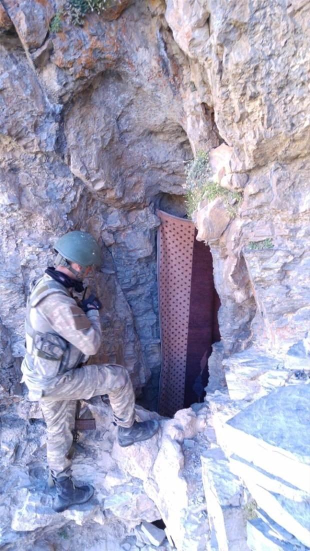 TSK paylaştı! PKK'nın tünellerine girildi 12