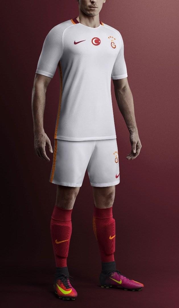 Galatasaray mor formasını tanıttı 10