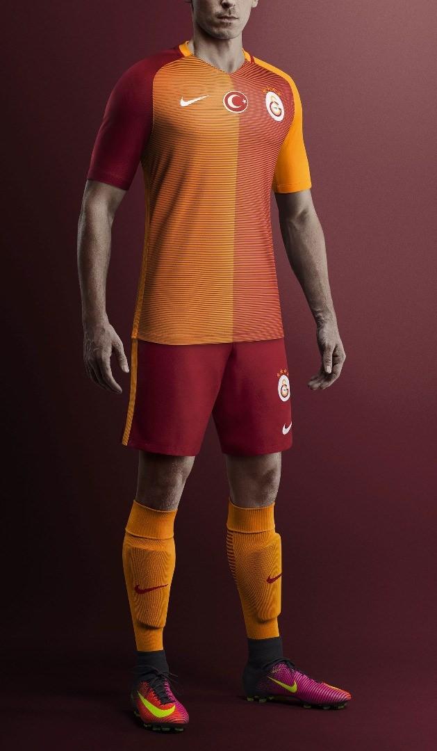 Galatasaray mor formasını tanıttı 12
