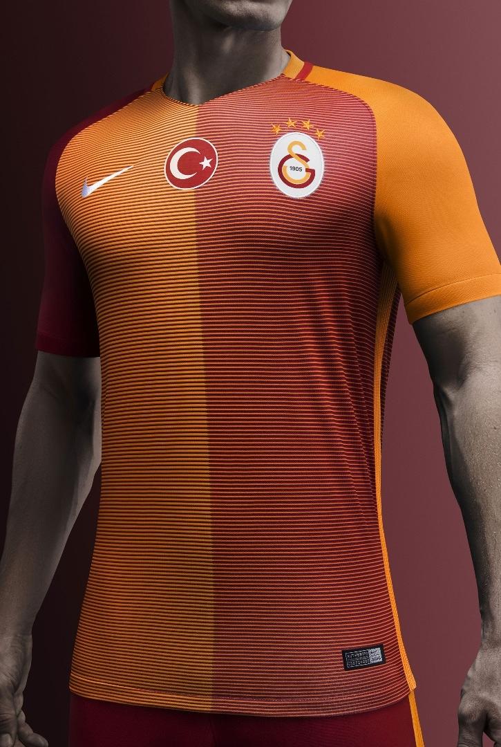 Galatasaray mor formasını tanıttı 13