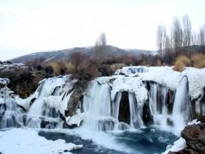 Muradiye Şelalesi'nde muhteşem manzara