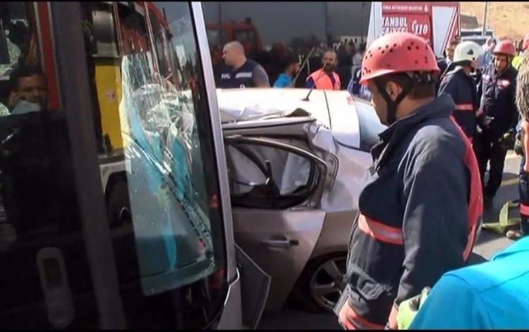 Metrobüs yolunda kaza, seferler durdu 11