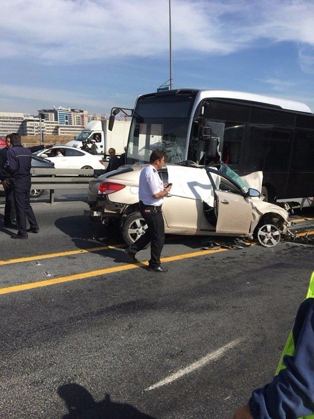 Metrobüs yolunda kaza, seferler durdu 2