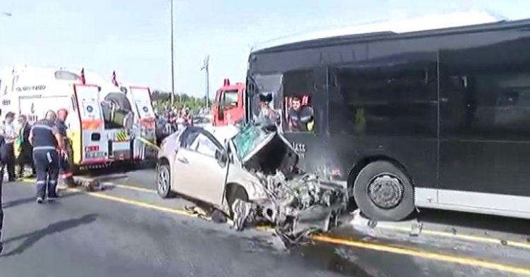 Metrobüs yolunda kaza, seferler durdu 9