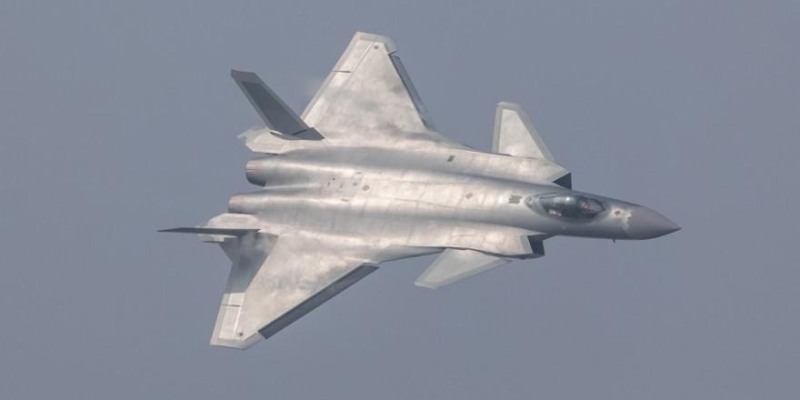 Çin 'Hayalet uçak' ile gövde gösterisi yaptı!