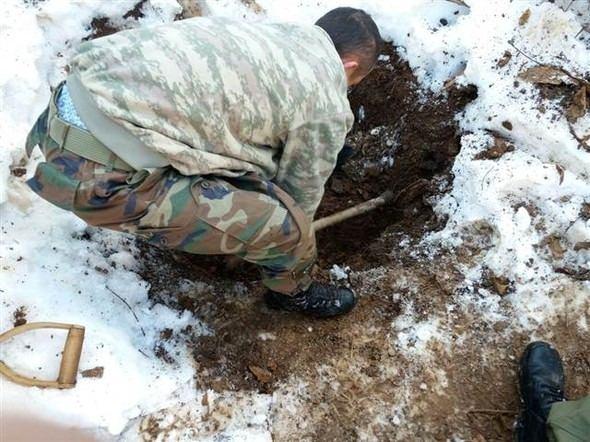 Toprak altından PKK silahları çıktı 1
