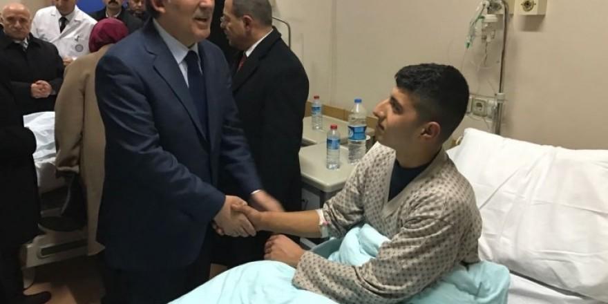 Gül ve bakanlar yaralı askerleri ziyaret etti