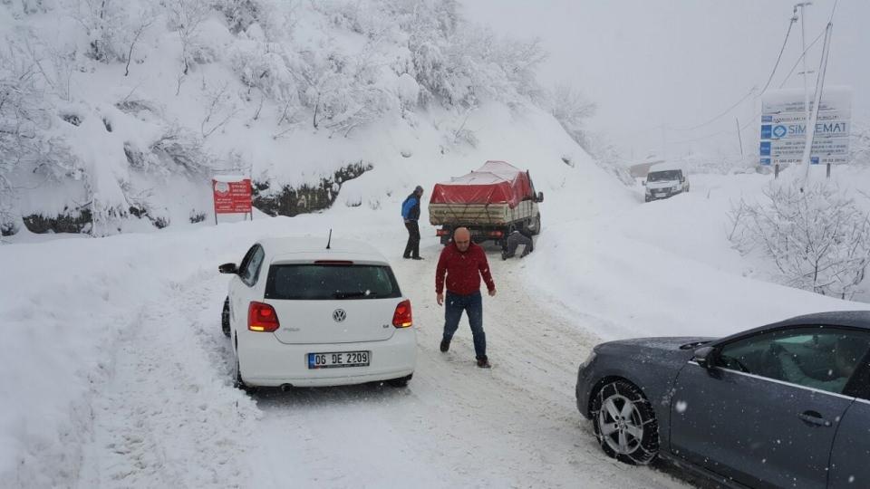 Yılbaşı için gitmişlerdi: 100 araç mahsur kaldı! 5