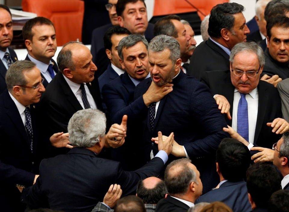 Meclis'te yaşanan kavganın fotoğrafları 13