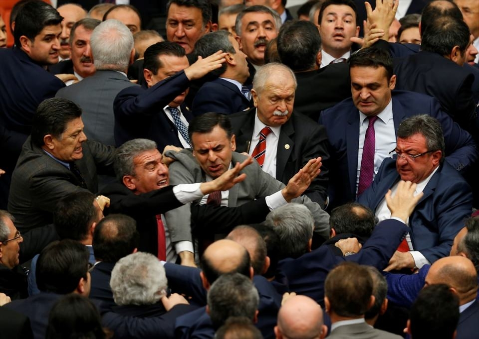 Meclis'te yaşanan kavganın fotoğrafları 14