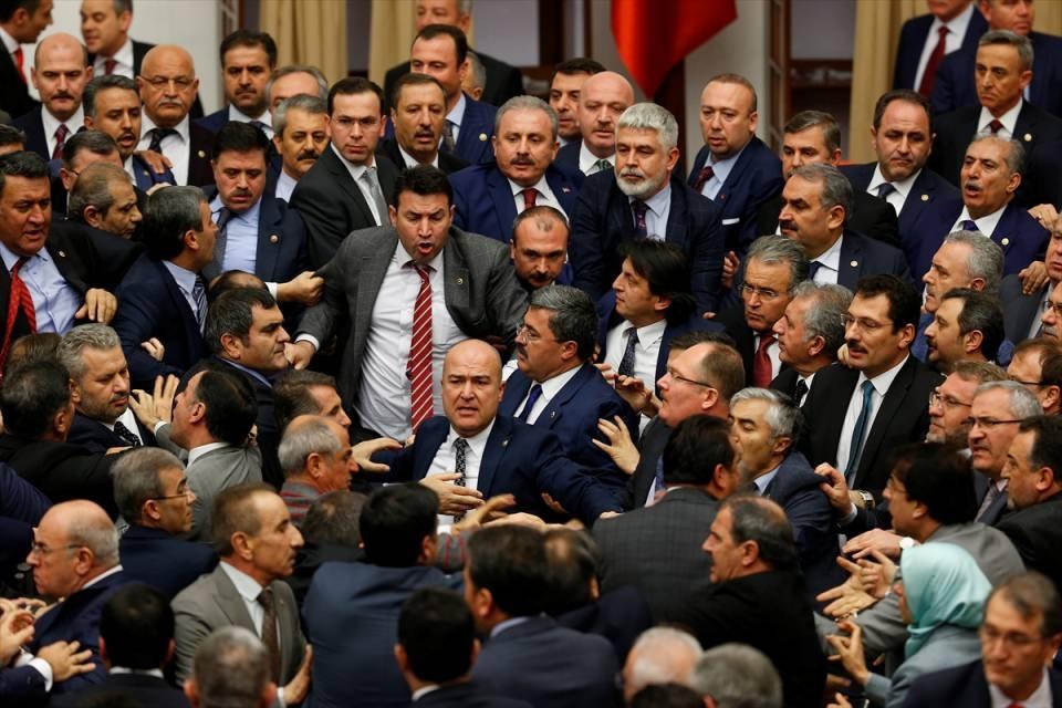 Meclis'te yaşanan kavganın fotoğrafları 17