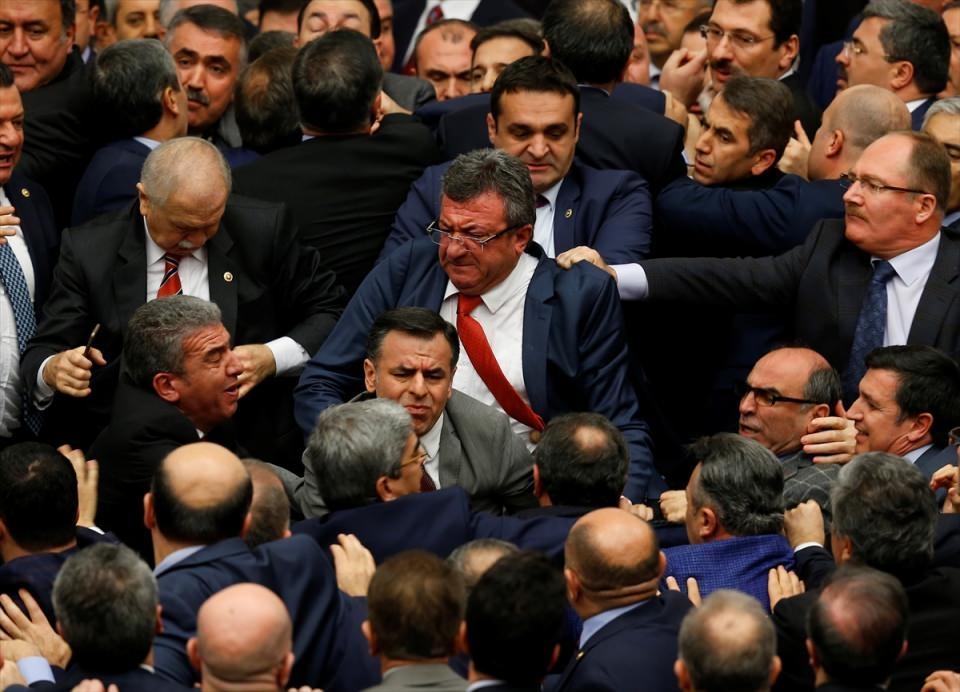 Meclis'te yaşanan kavganın fotoğrafları 18