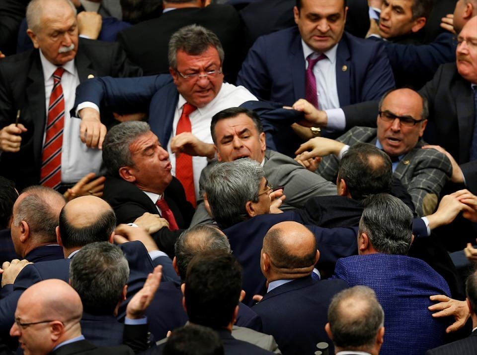 Meclis'te yaşanan kavganın fotoğrafları 25