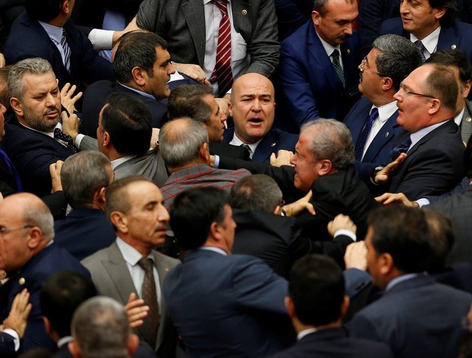 Meclis'te yaşanan kavganın fotoğrafları 26