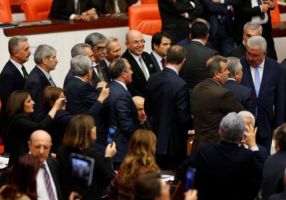 Meclis'te yaşanan kavganın fotoğrafları 30