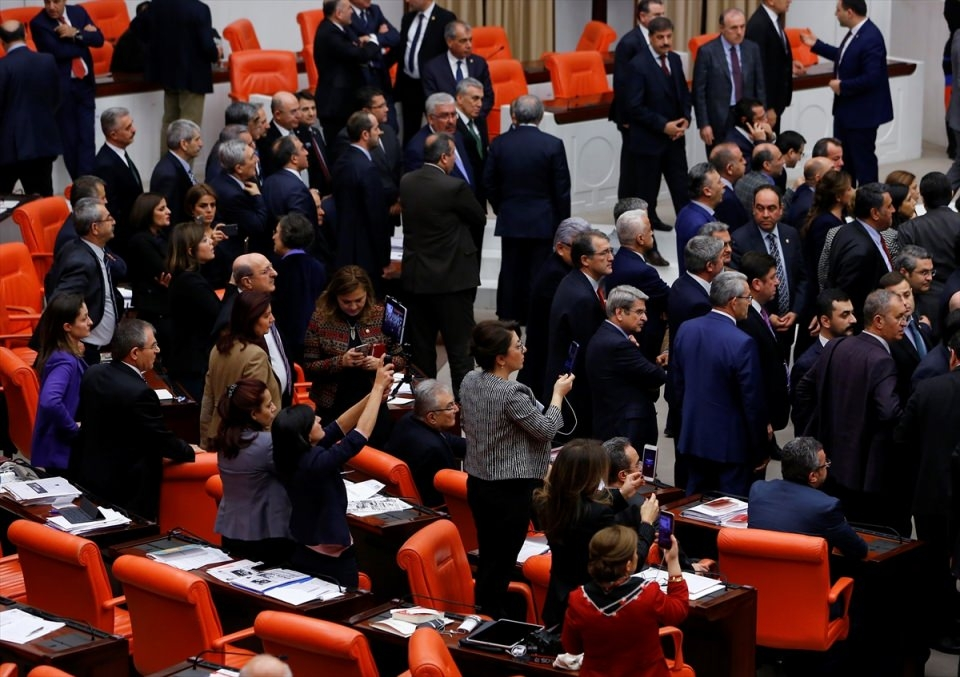 Meclis'te yaşanan kavganın fotoğrafları 34