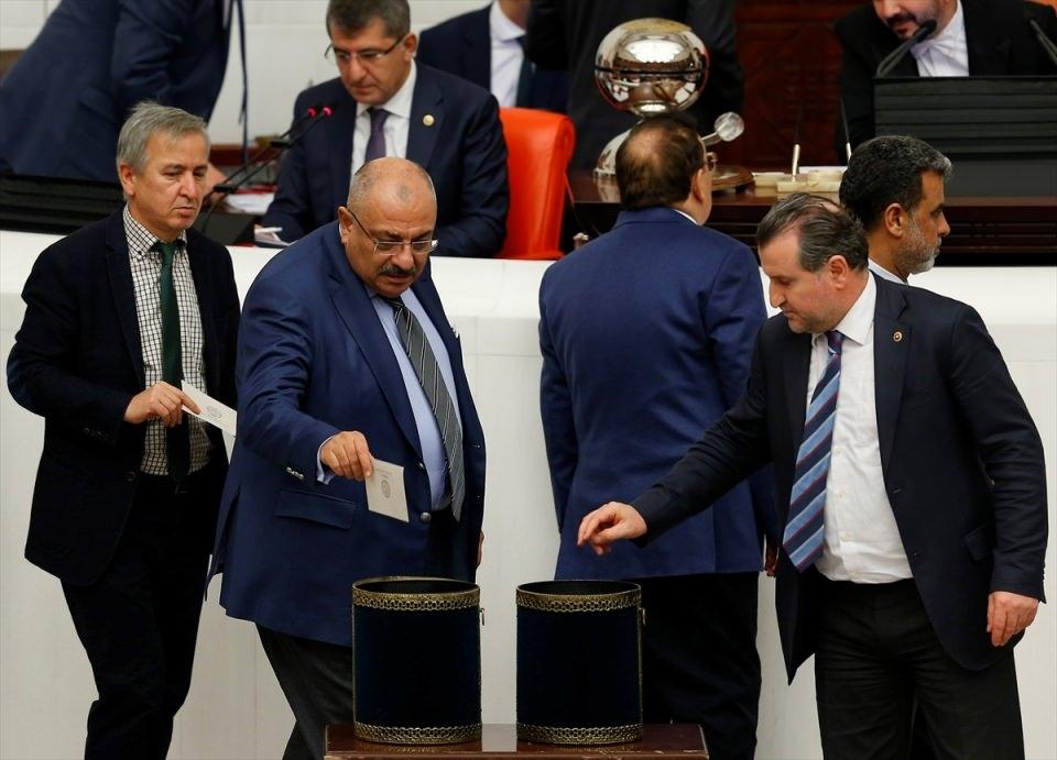 Meclis'te yaşanan kavganın fotoğrafları 36