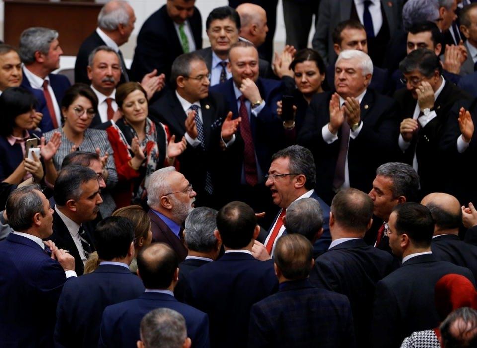 Meclis'te yaşanan kavganın fotoğrafları 4