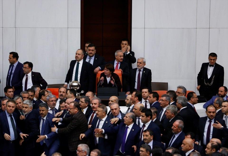 Meclis'te yaşanan kavganın fotoğrafları 43