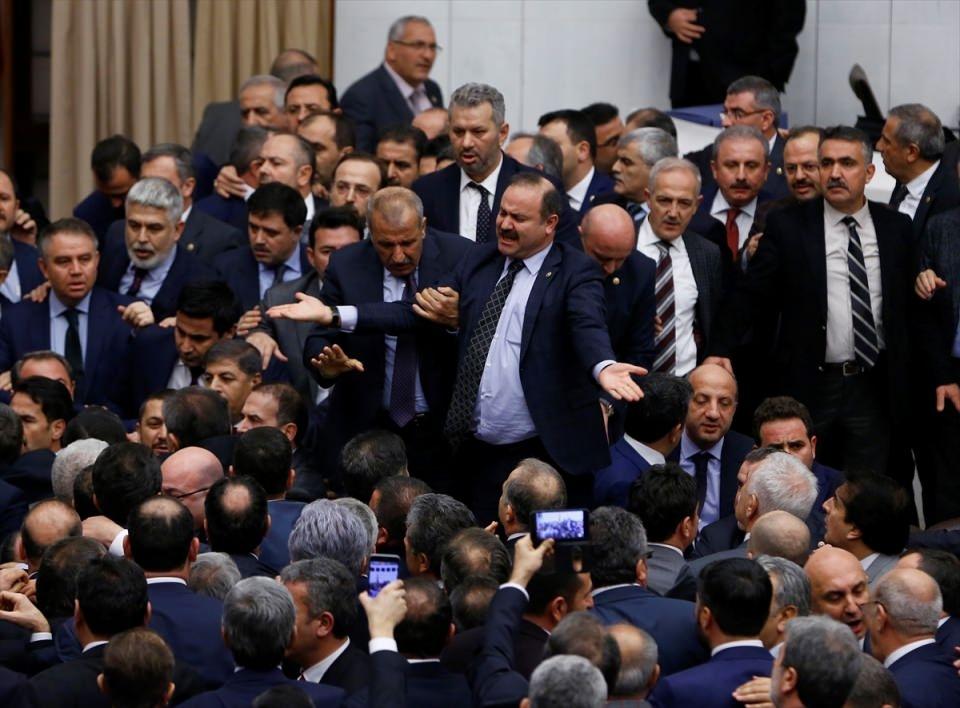 Meclis'te yaşanan kavganın fotoğrafları 44