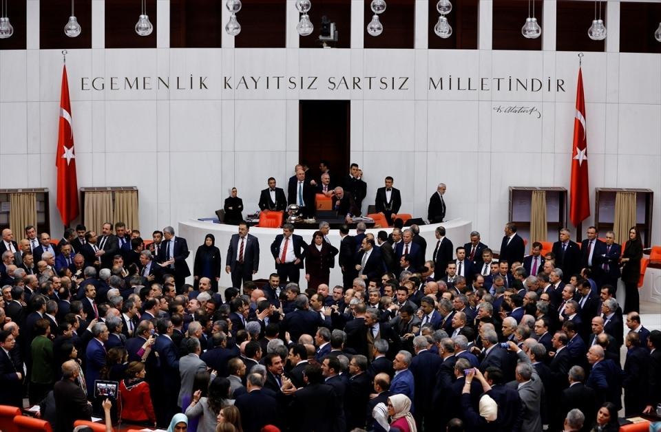 Meclis'te yaşanan kavganın fotoğrafları 47