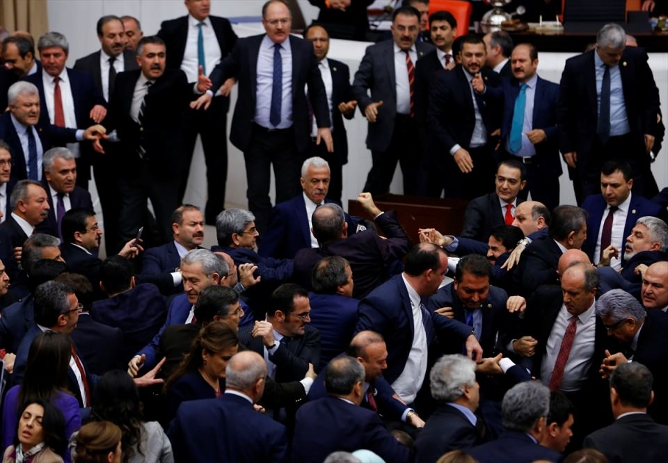 Meclis'te yaşanan kavganın fotoğrafları 48