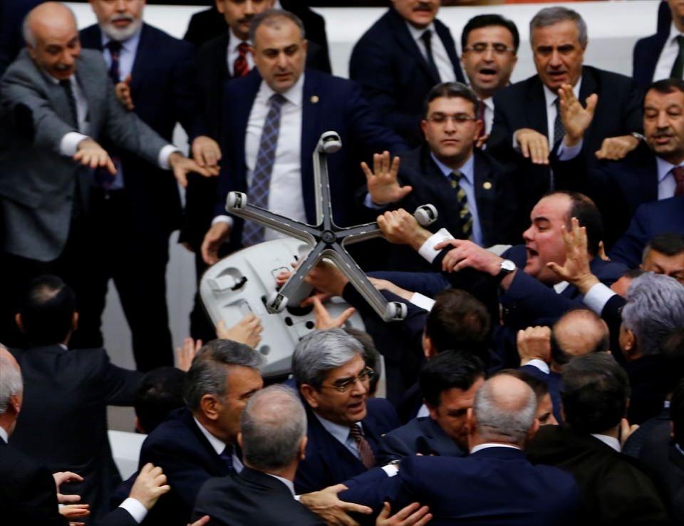 Meclis'te yaşanan kavganın fotoğrafları 5