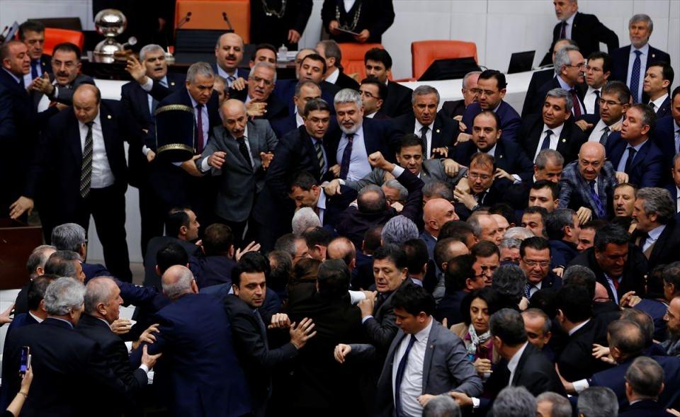 Meclis'te yaşanan kavganın fotoğrafları 51