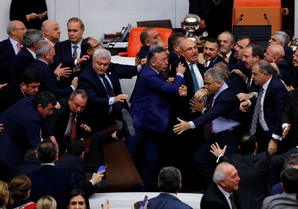 Meclis'te yaşanan kavganın fotoğrafları 54