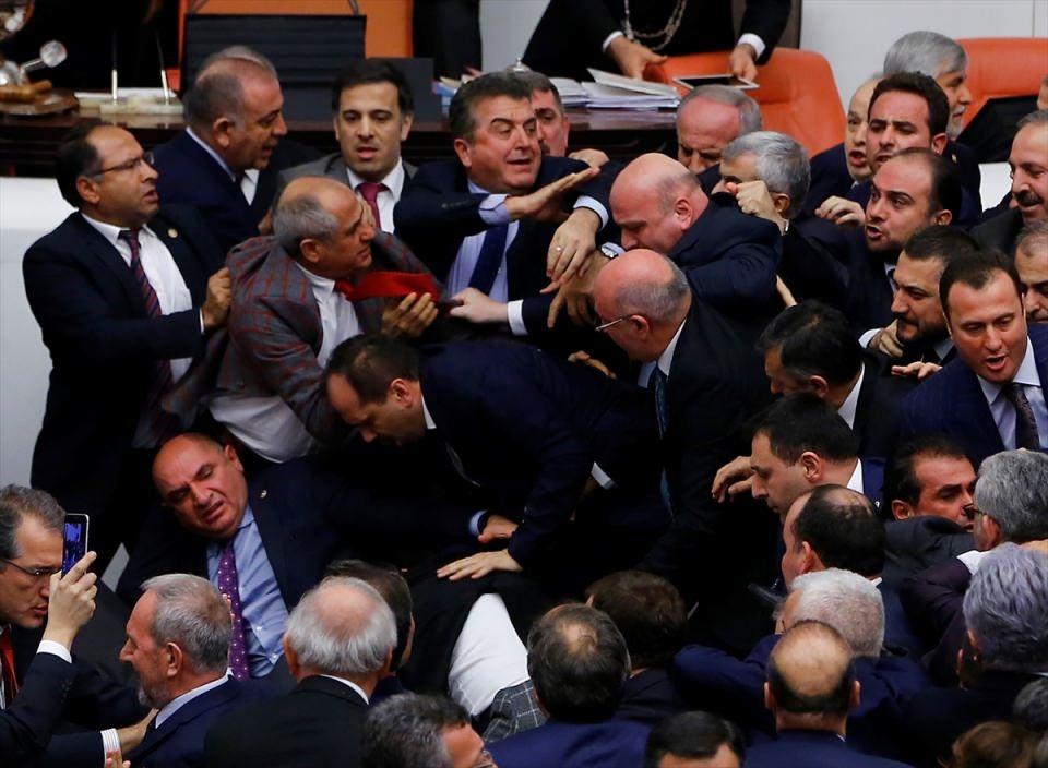 Meclis'te yaşanan kavganın fotoğrafları 57