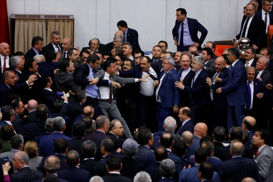 Meclis'te yaşanan kavganın fotoğrafları 58