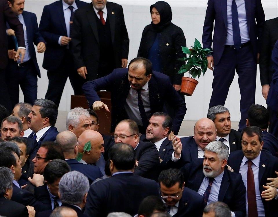 Meclis'te yaşanan kavganın fotoğrafları 7