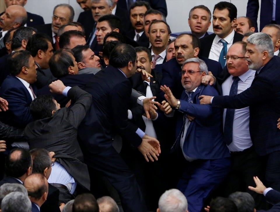 Meclis'te yaşanan kavganın fotoğrafları 8