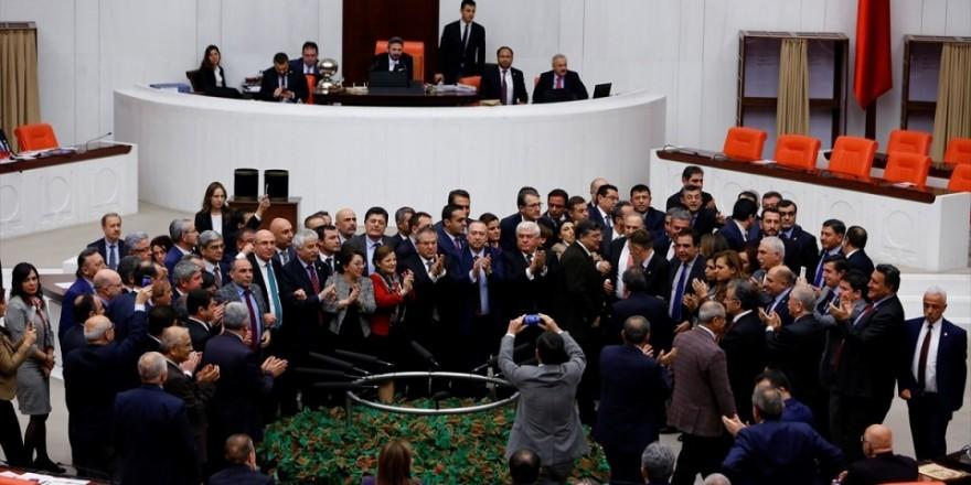 Meclis'te yaşanan kavganın fotoğrafları